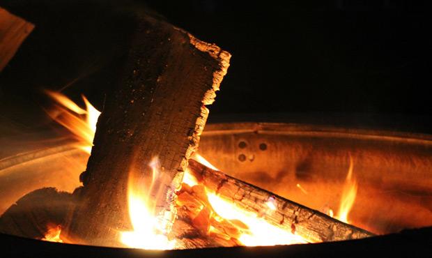Feuerschalen und -k�rbe f�r einen hei�en Abend