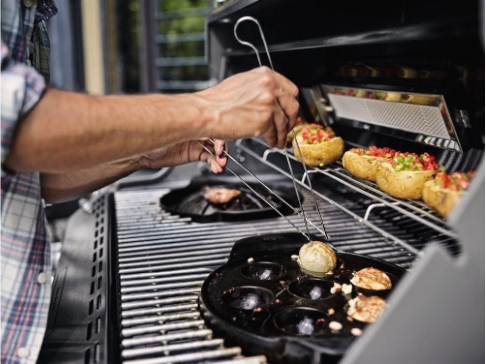 Weber Outdoor Küche Unterschied : Weber stephen eine welt um den grill errichtet